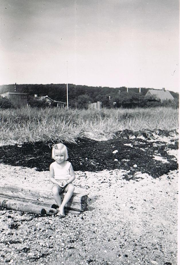 På stranden alene